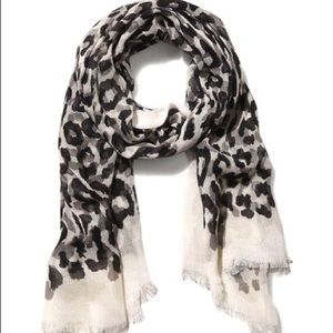 Accessories - bundle of 4 Express Overlapping Leopard Scarves